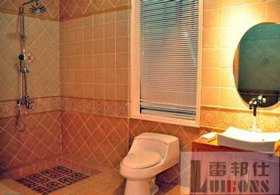 卫生间瓷砖的新式贴法   卫浴间里的小瓷砖拼贴技巧   卫生间